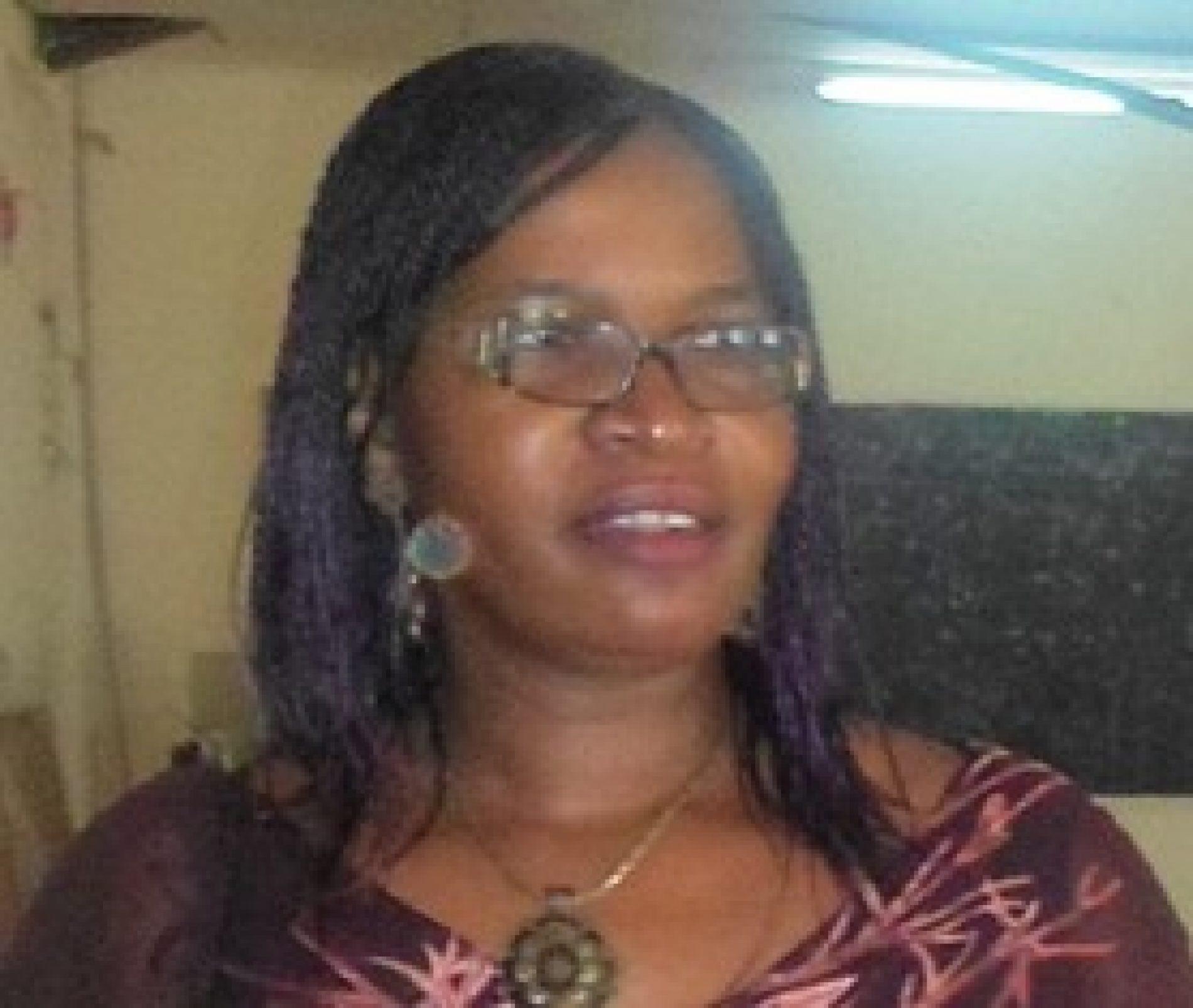 """Berthe Solenge Somb, Présidente de l'association Lire Ensemble Cameroun : """"Impliquer les mairies dans la gestion des bibliothèques"""""""