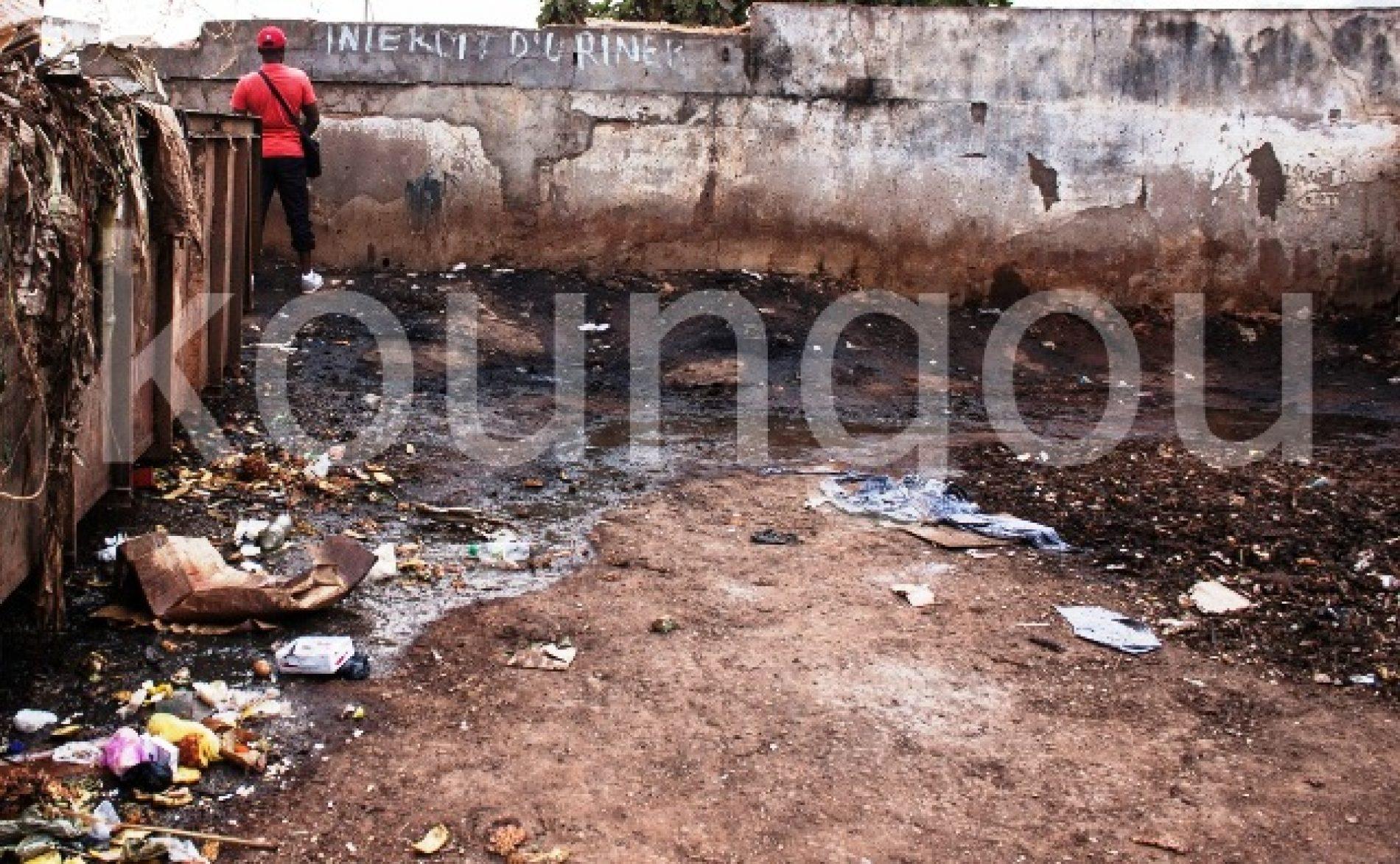 Hygiène publique et civilités: Nos villes, ces toilettes à ciel ouvert