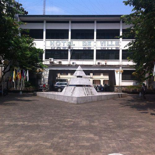 la guerre du droit à la Communauté Urbaine de Douala: que dit la loi