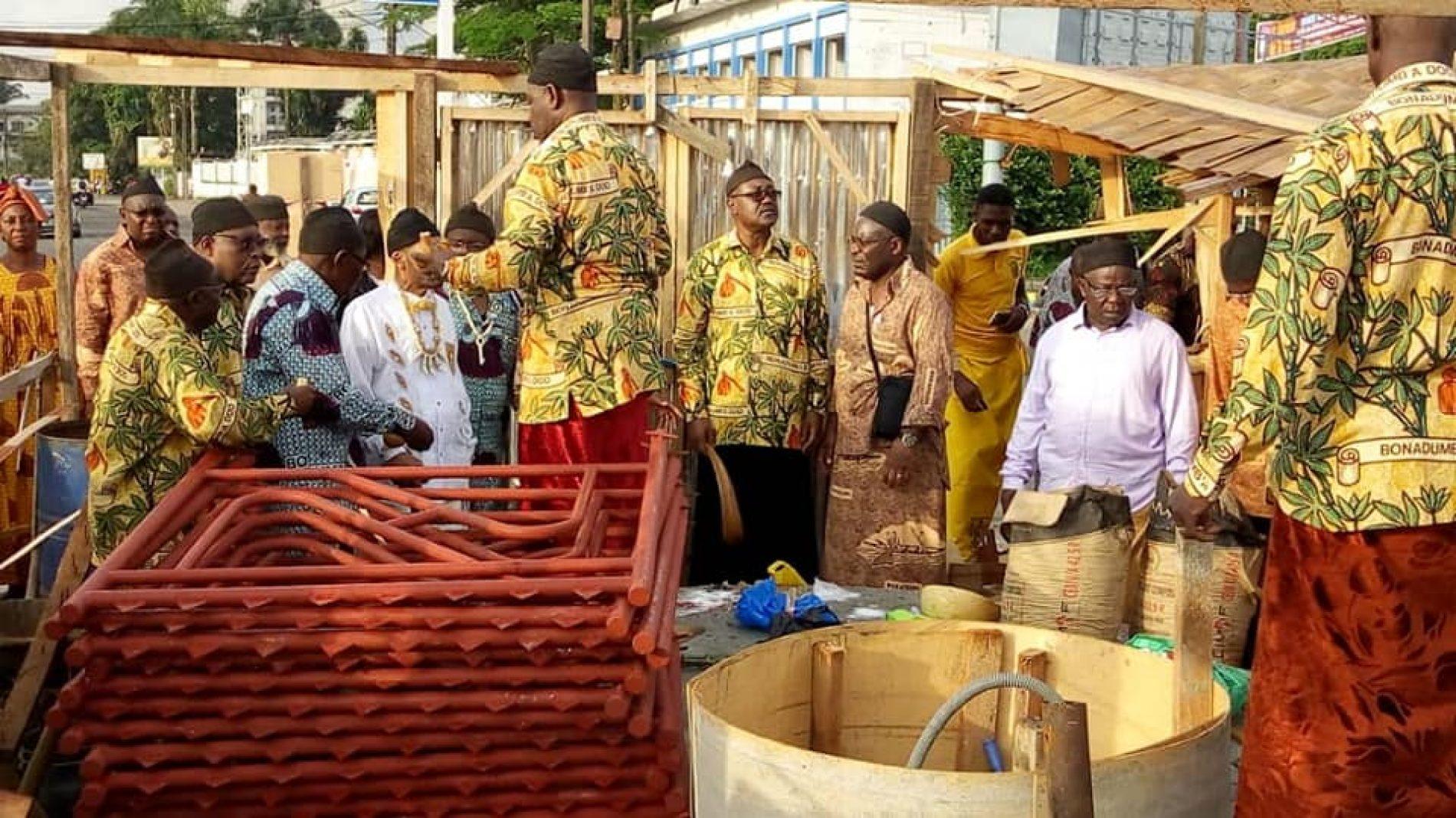 Douala: le monument Um NYOBE à terre