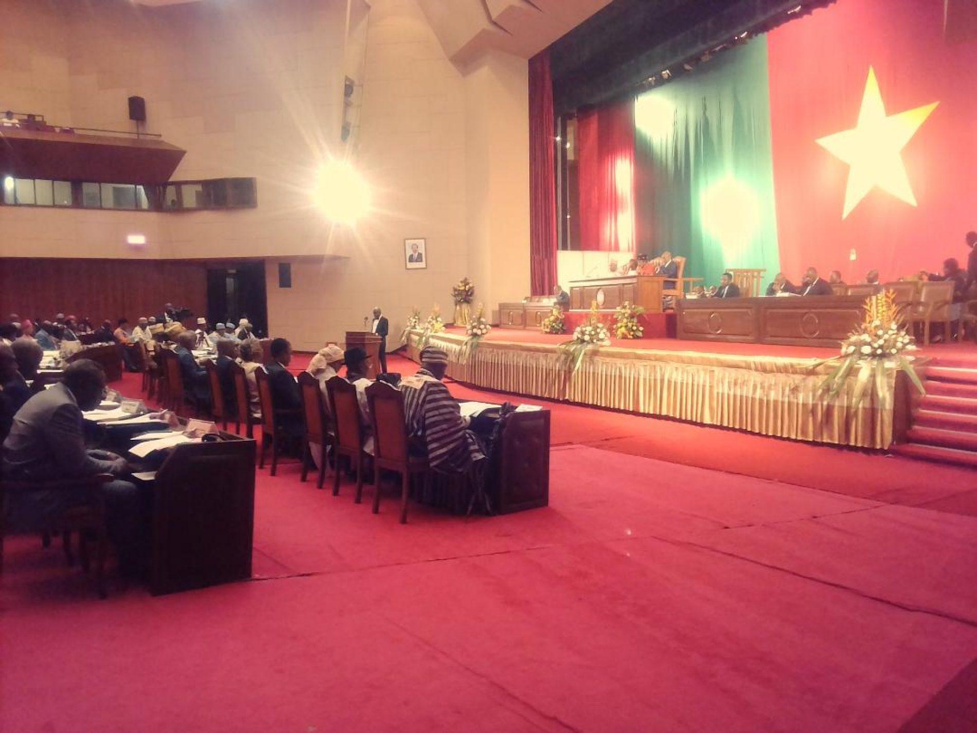 Les sénateurs de la 2ème législature reçoivent leurs attributs