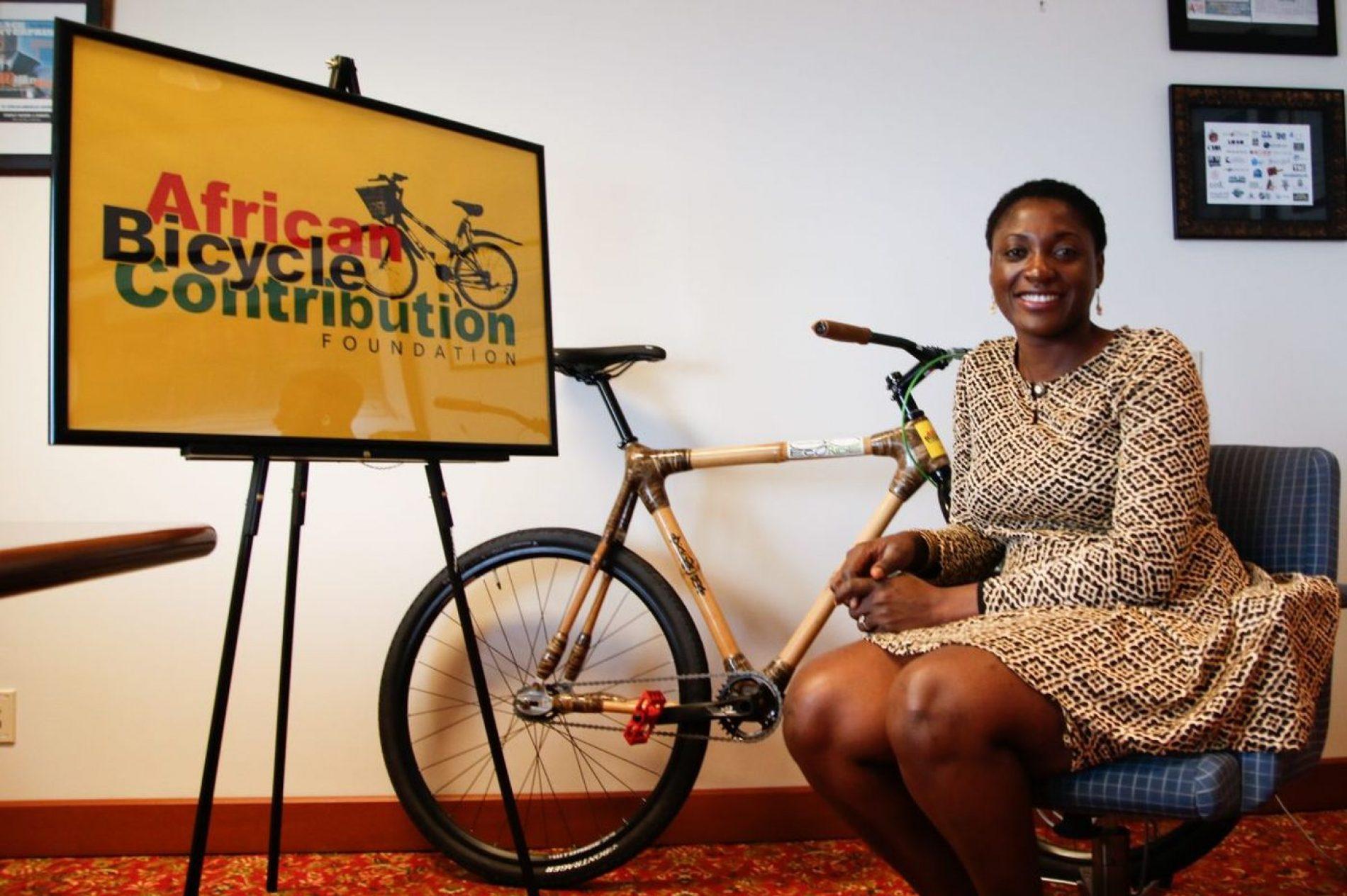 Ghana – développement durable : Une jeune femme réalise des vélos en bambou écologique