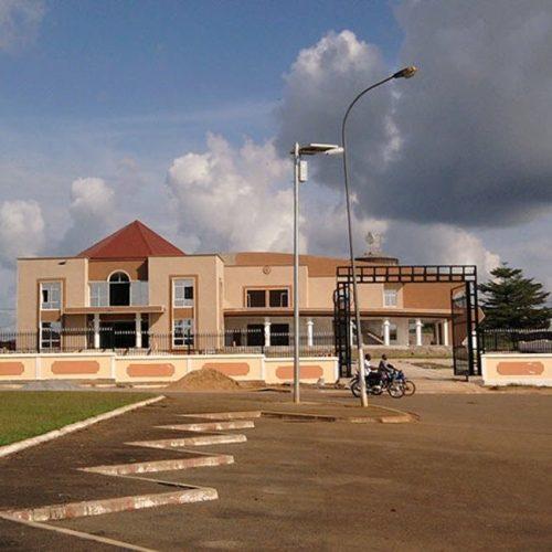 Services essentiels: La commune de Sangmélima soutient les établissements scolaires