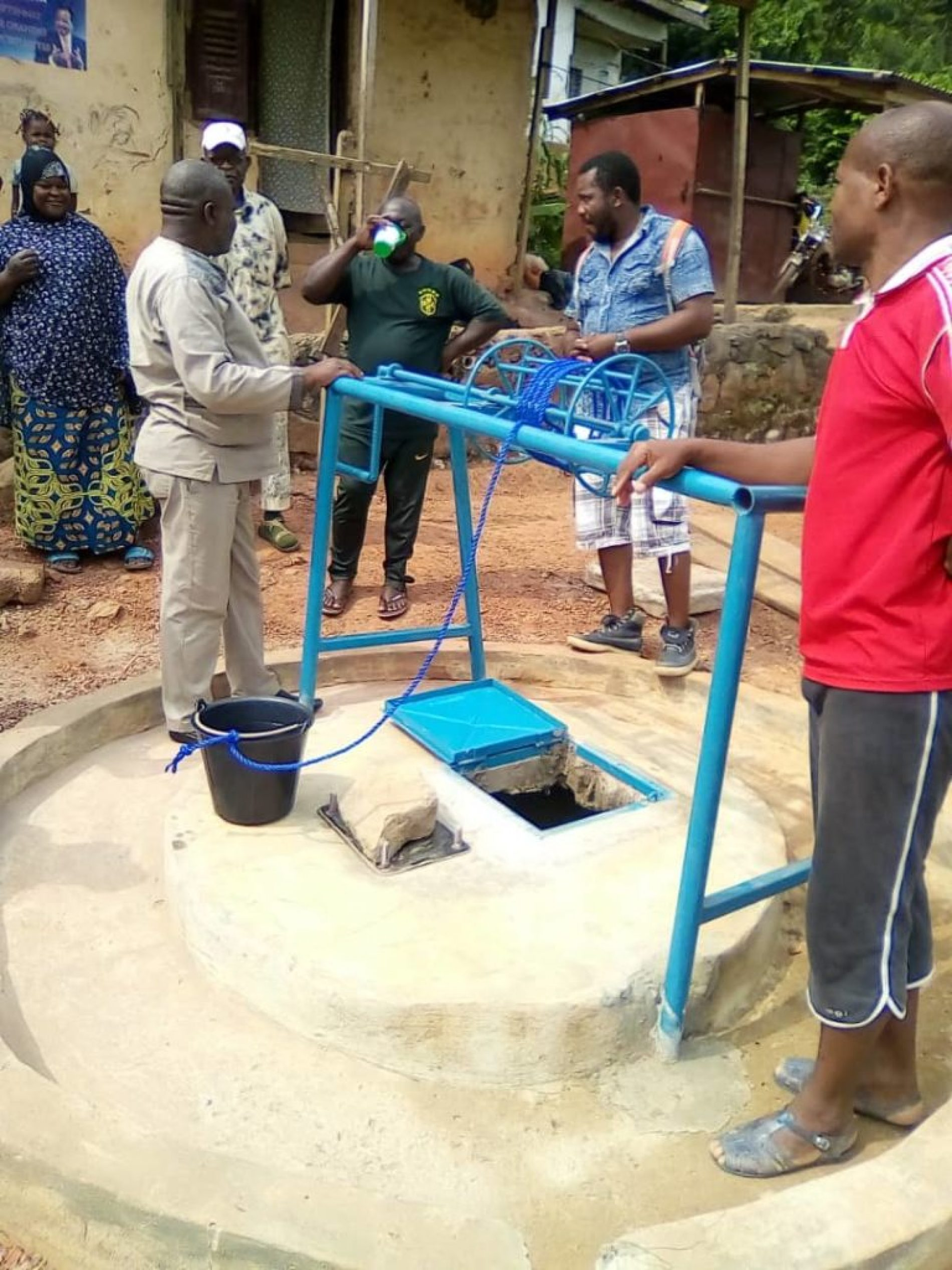 Essential services: inauguration of a borehole in Ebolowa