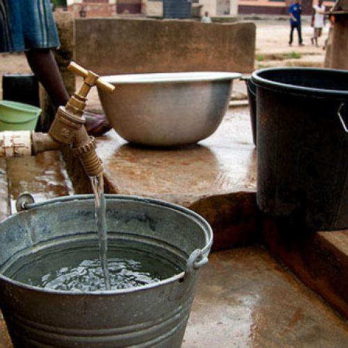 Services essentiels : La France propose son appui pour l'amélioration de la production de l'eau