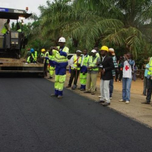 Travaux publics: Le Cameroun expérimente le béton compacté à rouleau
