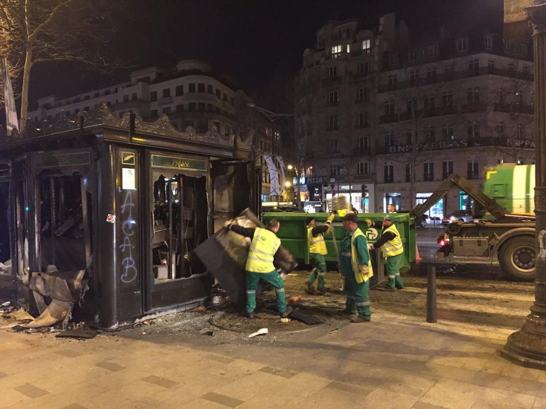 Gilets jaunes: La Mairie de Paris à l'œuvre après les manifestations