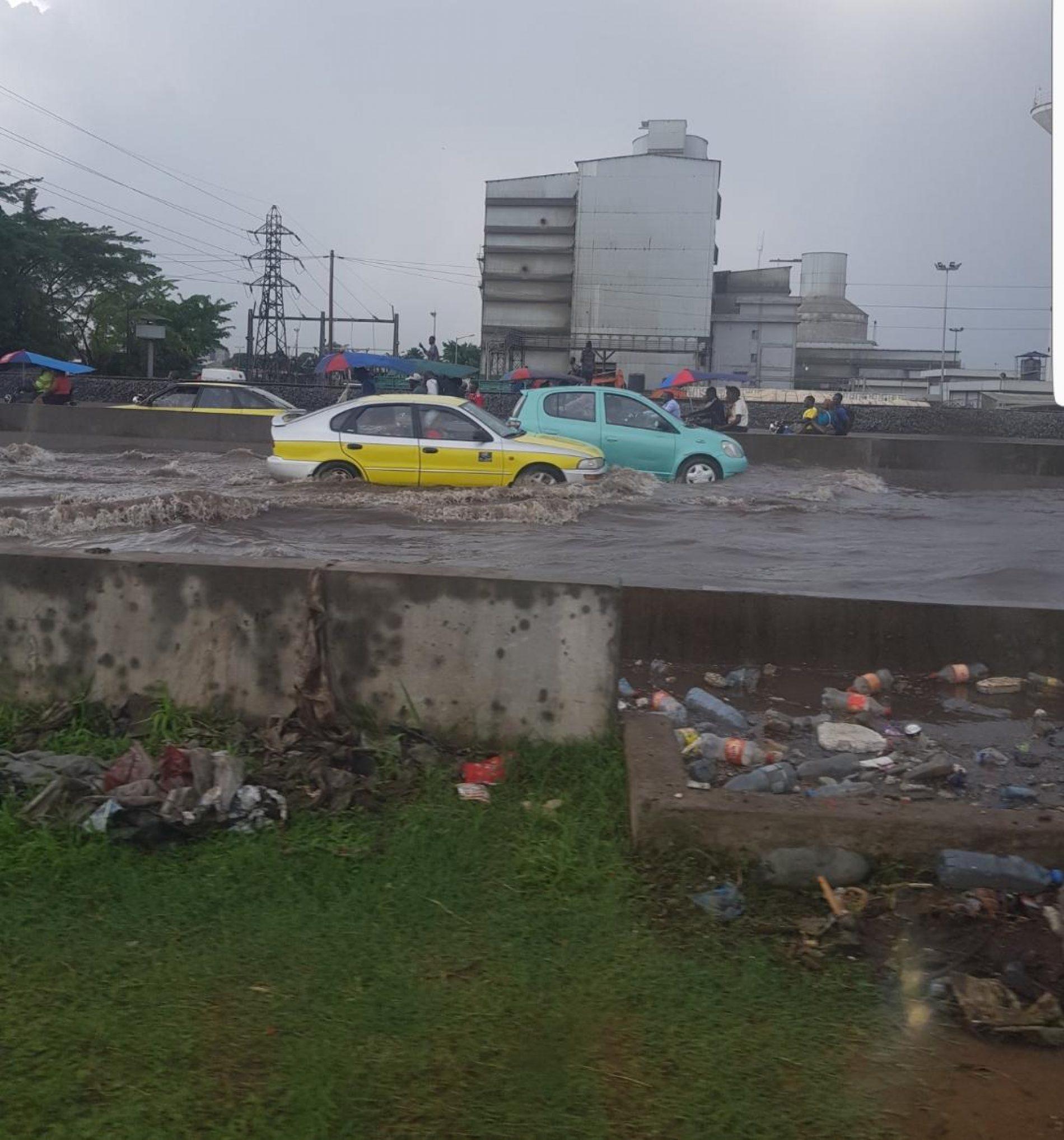 Douala: Le 2ème pont sur le Wouri objet d'inondations dues aux déchets solides