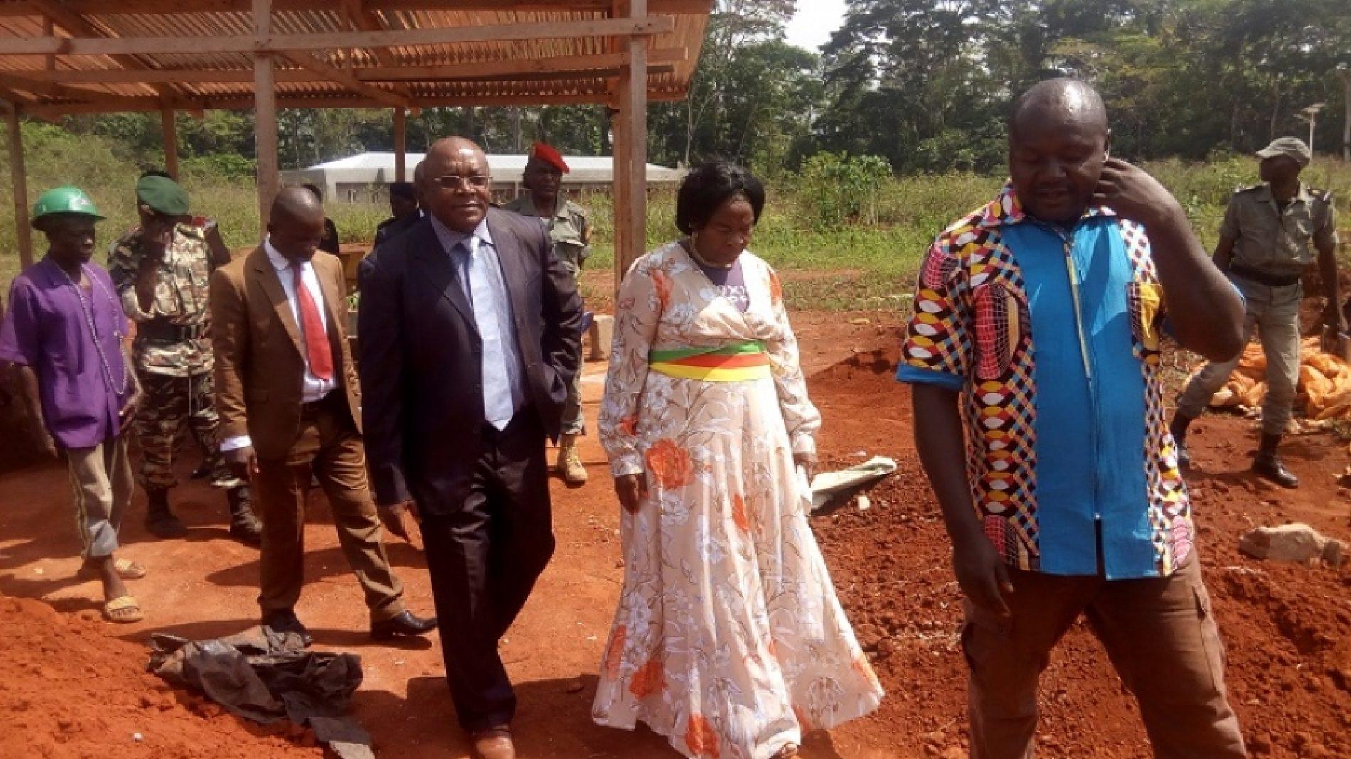 Région de l'Est – Commune d'Angossas : Visite des chantiers par le Préfet du Haut-Nyong