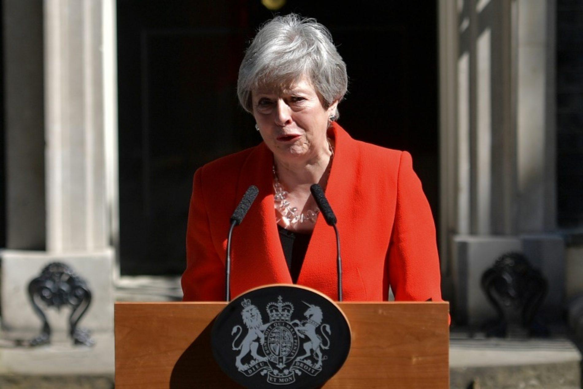 Brexit : Acculée par les élus,Theresa May démissionne!