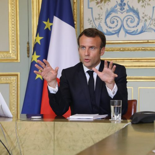 Covid19: Emmanuel Macron sollicite les maires pour les masques grand public
