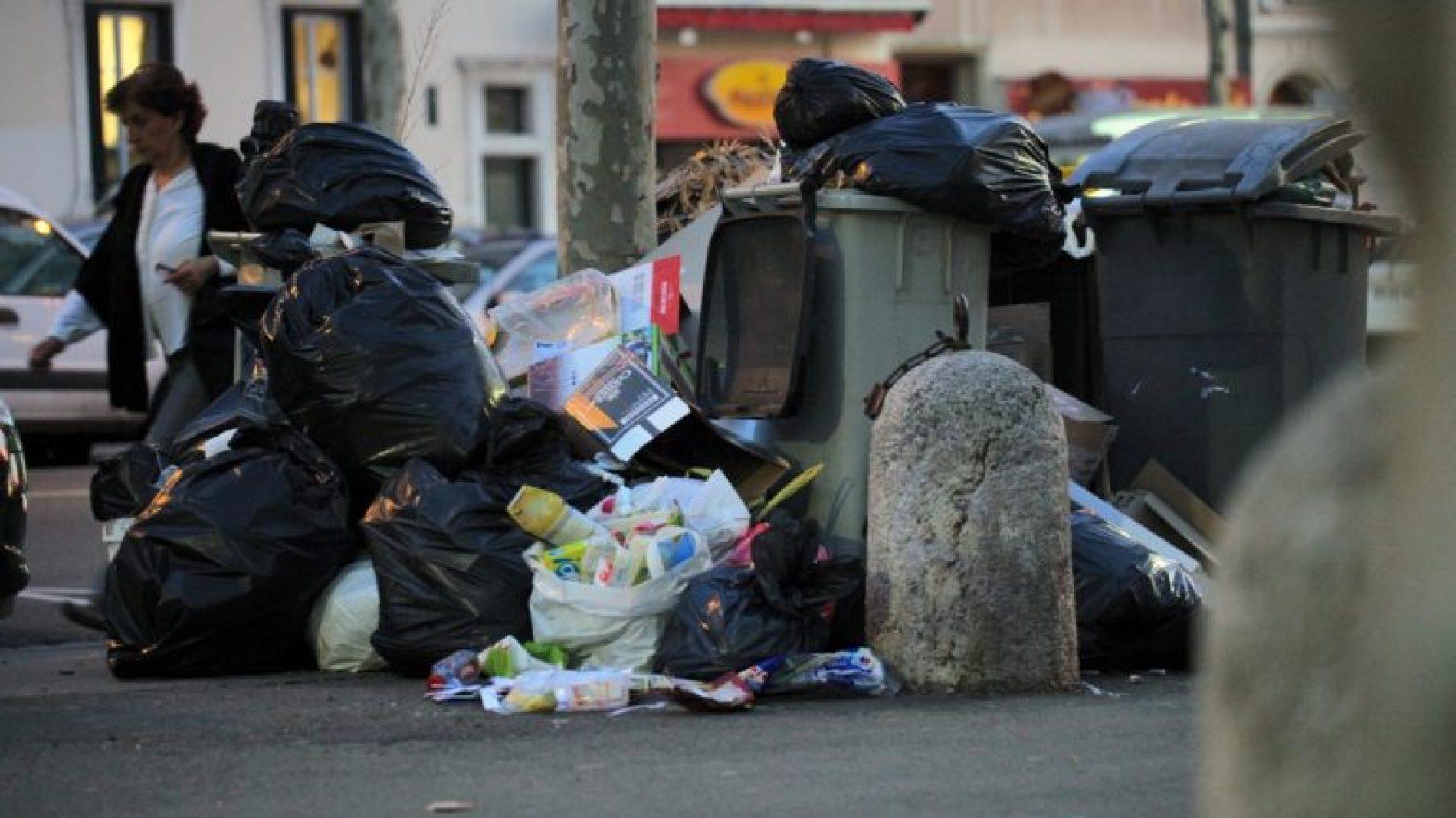 Environnement: l'abandon de déchets sur la voie publique désormais sanctionné en France