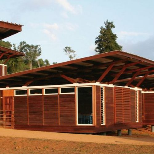Bâtiments Publics: Le ministre du Développement local recommande l'usage des matériaux locaux