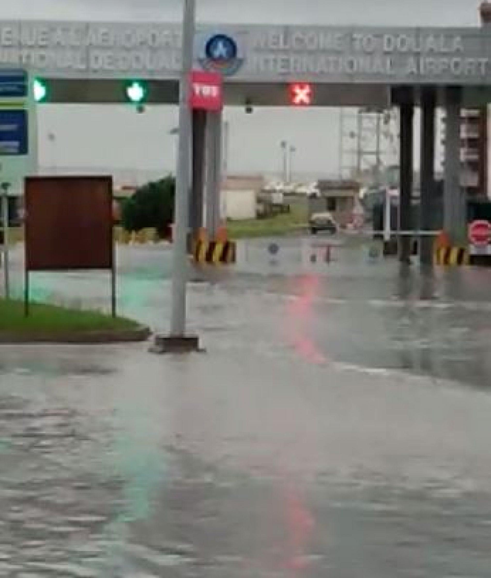 """Douala: Bienvenue à l'aéroport International """"Flottant""""!"""