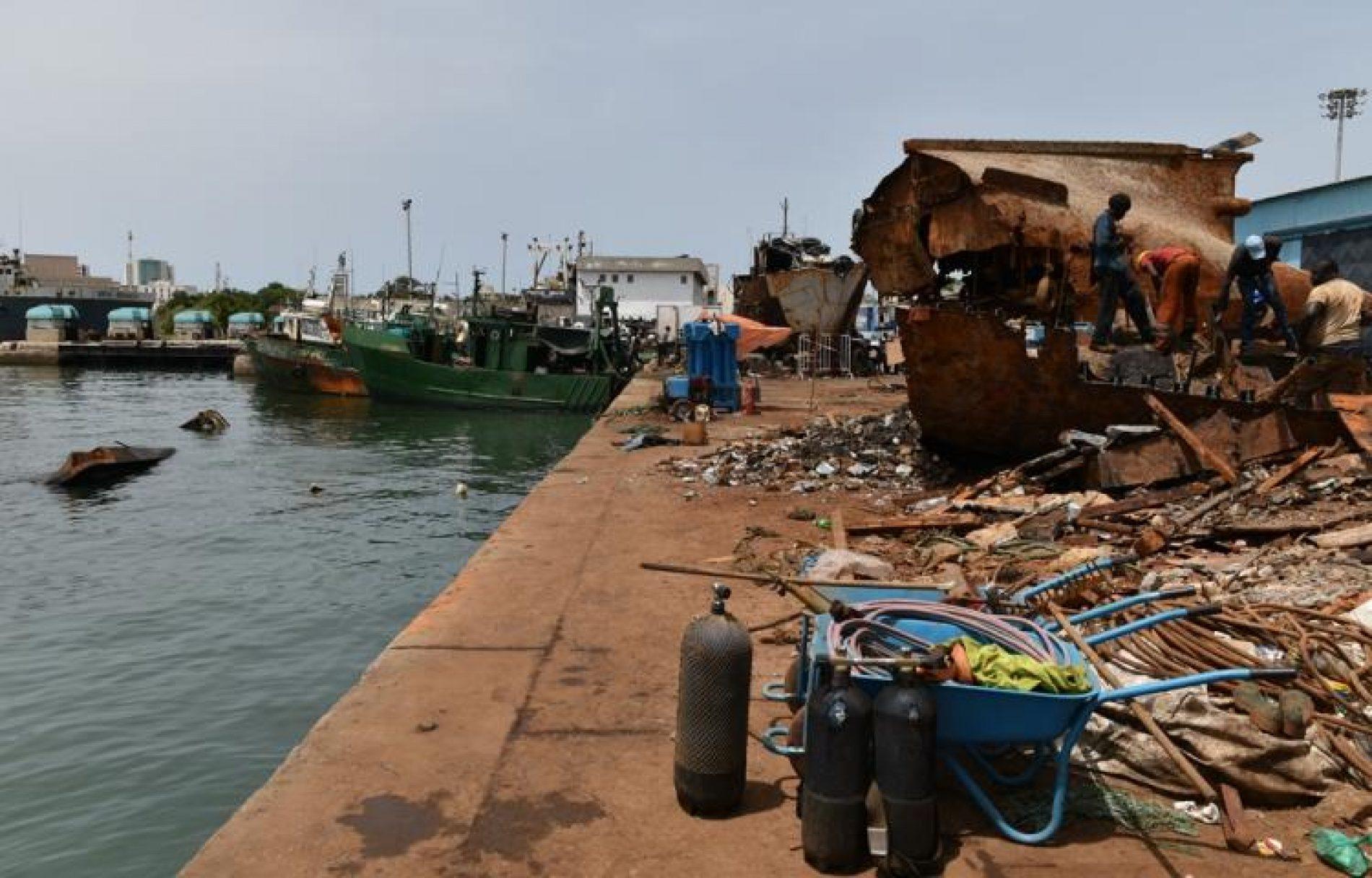 Kribi: Deux épaves de barges mises en vente